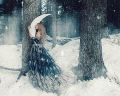 Best Girl With Bird Photography Pictures Ideas Whimsical Photography, Snow Photography, Fantasy Photography, Conceptual Photography, Photography Women, Beauty Photography, Fashion Photography, Gold Tulle, Conceptual Fashion