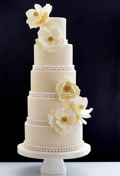 Editor's Pick: Wedding Cakes with Creative New Designs
