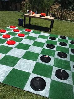 Lilyshop creates a life-size checker board for your yard! Lawn Checkers. Whatcha think @Zendra_Moore?