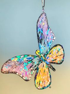 Sunshiners® are unique, one-of-a-kind glass creations finely crafted by a local artist. Each Sunshiner has immense reflective properties that allows them to shimmer as they turn. Butterfly Drawing, Butterfly Wallpaper, Butterfly Watercolor, Glass Butterfly, Arts And Crafts, Diy Crafts, Mosaic Garden, Chiffon, Marker Art