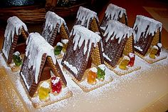 Christmas Gingerbread House, Christmas Sweets, Kids Christmas, Xmas, Diy École, Food Decoration, Cake Decorating Techniques, Finger Foods, Food Art