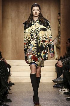 For Paris Fashion Week Fall Givenchy presented a very unique and outstanding ready to wear collection. In fact, Riccardo Tisci, the Italian designer of Givenchy was inspired by ancient Egypt, to create the new Fall 2016 collection. Ancient Egypt Fashion, Egyptian Fashion, Live Fashion, Fashion Show, Fashion Design, Paris Fashion, Womens Fashion, Fall Fashion, Givenchy Clothing