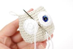 Free amigurumi owl crochet pattern, illustrated with step by step by photos. Diy Crochet Owl, Owl Crochet Pattern Free, Crochet Teddy Bear Pattern, Crochet Birds, Crochet Bear, Crochet Motif, Free Pattern, Crochet Animals, Free Crochet
