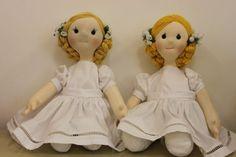 Boneca Daminha, confeccionada em malha de algodão e enchimento anti-alérgico.Produto 100% artesanalaltura: 60cm