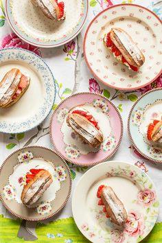 Eclairs de fresas con nata                                                                                                                                                                                 Más