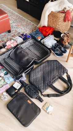 shows us how she packs for a long weekend with the Metro Tote Deluxe and Metro Belt Bag. Beach Weekend Packing, Summer Vacation Packing, What To Pack For Vacation, Cruise Packing, Backpacking Packing List, Packing List For Travel, Packing Lists, College Packing, Time Travel