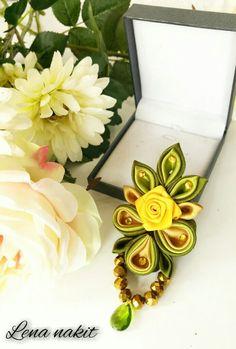 Kanzashi flower brooch