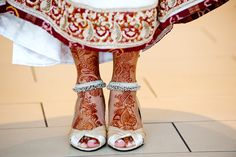 Love this bride's mehendi and anklets.