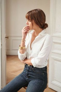 9 French Girl Style Tips to Steal From the It Girls Looking Parisian chic is easier than ever. Here are French girl style tips to steal from the major It girls in the French fashion world right now! Office Outfits Women, Mode Outfits, Swag Outfits, Chic Outfits, Dress Outfits, Fashionable Outfits, Trendy Outfits, French Fashion, Look Fashion