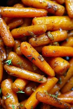 Brown Butter Garlic Honey Roasted Carrots – the best roasted carrots ever with. - g-cooking. Honey Roasted Carrots, Baked Carrots, Good Food, Yummy Food, Delicious Recipes, Vegan Recipes, Tasty, Carrot Recipes, Vegan Meals
