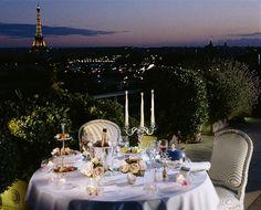 Romantic dinner on the private terrace of the Belle Etoile Suite, Hotel Le Meurice, Paris Le Meurice, Top Hotels, Hotels And Resorts, Luxury Hotels, Piscina Hotel, Paris Balcony, Paris Destination, Destination Wedding, Strawberries