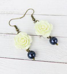 Handmade ivory rose earrings with navy blue Swarovski pearls Wedding Navy, Swarovski Pearls, Flower Earrings, Unique Gifts, Navy Blue, Ivory, Flowers, Handmade, Etsy