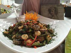 Einige von mehreren von uns gemachten und eingerichteten leckeren Salaten für das Hochzeitsbuffet am 06.08.2016.     Es hat große Freude bereitet, lob von begeisterten und dankbaren Gästen zu bekommen.