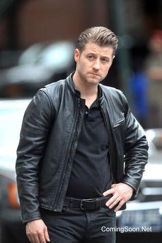 Mad Hatter to be Played by Benedict Samuel on Gotham Ben Mckenzie Gotham, Jim Gordon Gotham, Benjamin Mckenzie, Gotham Cast, Daddy Issues, The Villain, Put On, Dc Comics, Leather Jacket