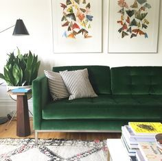 Forest green sofa pillows couch living room home. Decor, Living Room Green, Living Room Sofa, Home Decor, House Interior, Green Sofa Living Room, Couches Living Room, Green Couch Living Room, Living Room Designs
