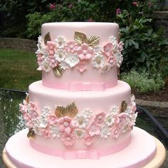 Pink Wedding Cakes Pink And Gold Wedding Cake Gorgeous Cakes, Pretty Cakes, Cute Cakes, Amazing Cakes, Pink Und Gold, Rose Gold, Pink White, Fondant Cakes, Cupcake Cakes