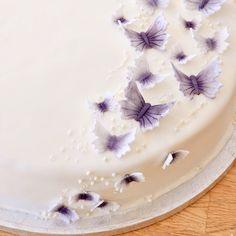 Extra wedding cake #butterflies #wedding #cake #purple