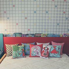 uma bela composição de almofadas sempre dá um toque especial à decoração! coloridas, estampadas ou lisas, ajudam a compor com o tema do quarto das crianças e dão um ar mais alegre e descontraído ao ambiente. e o melhor de tudo: são um conforto a mais na hora de deitar e brincar! #almofadas #nossosprodutos #projetodegente #decoração