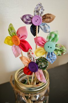 This is so awesome for a decor for Sping love it. So going to try this. Best Picture For DIY Fabric Flowers For Your Taste You are looking for something, and it is going to tell you exa Yarn Crafts, Fabric Crafts, Diy Crafts, Fabric Flowers, Paper Flowers, Crafts To Make, Crafts For Kids, Sewing Projects, Craft Projects