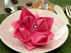 Inspired by origami, this folding towel immediately sets an exotic atmosphere at the table. Lotus Origami, Fabric Origami, Origami Flowers, Useful Origami, Origami Easy, Fancy Napkin Folding, Serviettes Roses, Types Of Folds, Origami Decoration