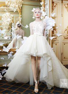 Espectacular look de novia de estilo mullet e inspirado en las bailarinas de ballet. Consta de blusa de chantilly y falda de encaje con gran volumen, corte a cintura y larga cola.