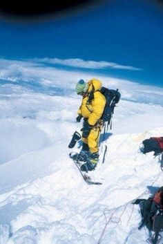 Snowboarder Marco Siffredi beginning his descent down Everest on a snowboard. This would be the last time he was ever seen. Pictures Of People, Weird Pictures, Cliff Diving, Live Television, Haunting Photos, Top Of The World, Snowboarding, Dark Side, The Darkest