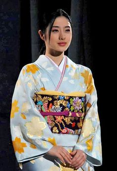 "(C) ORICON DD inc Satomi Ishihara, who appeared as a model ""admire the beauty of Japan"" in the kimono fashion show."