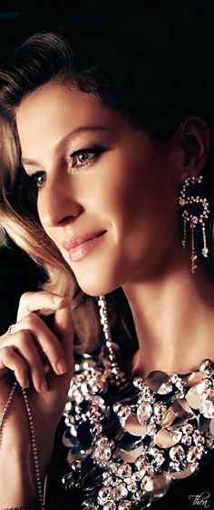 Chanel  ● Gisele Bündchen.  Via @theatoria. #Chanel #Chaneljewelry