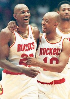 Houston Rockets Clyde Drexler Sam Cassell and Robert Horry celebrate. Houston Rockets Players, Nba Players, Basketball Players, Basketball Photos, Basketball Legends, Orlando Magic, Sam Cassell, Robert Horry, Clyde Drexler