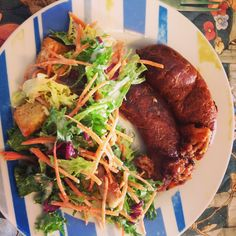 Alheira de Perú e de Caça da Casa Prisca com Salada com Molho de Iogurte
