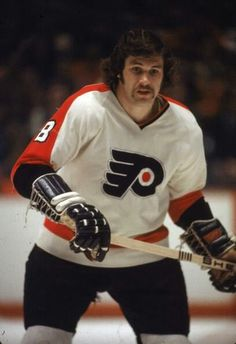 "Dave ""the Hammer"" Schultz - 472 PIM in one season! Flyers Players, Flyers Hockey, Ice Hockey Teams, Hockey Stuff, Sports Teams, Hockey Posters, Usa Soccer Team, Hockey Pictures, Stars Hockey"