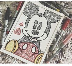 A mí me encanto♥️ Primer día del reto LUNES:Disney❣️drawi… Les gusta? A mí me encanto♥️ Primer día del reto LUNES:Disney❣️drawingweek papeleriachallengeteam thenewzentangleteam disney Colaboración con mi ZentangleTeam: Mandala Art, Mandala Drawing, Drawing Flowers, Doodle Art Drawing, Art Drawings Sketches, Painting & Drawing, Drawing Ideas, Cute Drawings Tumblr, Diy Painting