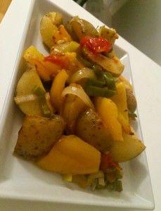 Kartoffelpfanne aus dem Ofen mit frischem Frühlingsgemüse Eine echte Vitaminbombe und dabei noch sooooo lecker und schnell zubereitet. Das Gute dabei ist, dass man jedes Gemüse nehmen kann und so auch gut seine Reste verarbeiten kann. Müsst ihr unbedingt mal ausprobieren... Rezept auf meinem Blog: www.janalavendel.de