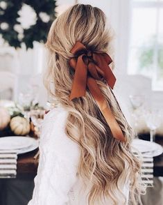 Silk bow in your wavy hair is not only retro but also looks lovely and romantic. You can switch colors and patterns so you won't get bored. Messy Hairstyles, Pretty Hairstyles, Hairstyle Ideas, Wedding Hairstyles, Spring Hairstyles, Updo Hairstyle, Hairstyle With Bow, Ribbon Hairstyle, Waterfall Hairstyle