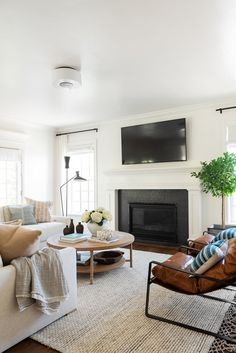 coastal living rooms A coastal, traditional living room with function and flow in mind! Coastal Living Rooms, Home Living Room, Living Room Furniture, Living Room Designs, Living Room Decor, Furniture Layout, Furniture Design, Modern Furniture, Furniture Projects