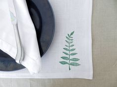 Placemats Fern Print. Sunmer Table Linens. Table Settings. Natural Kitchen and Dining Decor. Neutral Table Linens. Table Decor.   https://www.etsy.com/listing/521647055/farmhouse-table-linen-placemats-fern