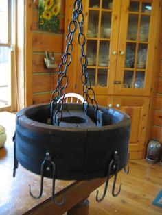 Pot rack Rustic Pot Racks, Creative Decor, Blacksmithing, Sheds, Decor Crafts, Kitchen Ideas, Upcycle, Kitchens, House Ideas