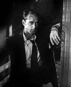 "Alan Ladd - The Blue Dahlia (""A Dália Azul"", with Veronica Lake. Golden Age Of Hollywood, Vintage Hollywood, Classic Hollywood, Hollywood Stars, Classic Film Noir, Classic Movies, Akira, Detective, Arkansas"