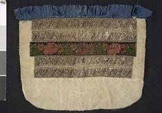 Bröstduk i siden med dekor av sidenband, silvergaloner och band i sammatsbrokad; Bara, 1800-tal. Malmö Museer, nr. MM 028228:005