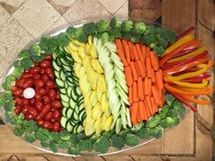 ideas for fruit platter ideas party appetizers veggie tray Party Platters, Veggie Platters, Party Trays, Vegetable Trays, Vegetable Tray Display, Food Decoration, Fruit Decorations, Luau Party, Fruit Party