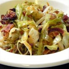Guacamole Recipe Discover Fried Cabbage with Bacon Onion and Garlic Fried Cabbage with Bacon Onion and slices bacon 1 lg onion 2 cloves garlic 1 lg head cabbage 1 T. salt 1 t. pepper t. onion powder t. garlic powder t. Vegetable Side Dishes, Vegetable Recipes, Side Dish Recipes, Dinner Recipes, Bacon Fried Cabbage, Sauteed Cabbage, Think Food, Garlic Recipes, Bacon Recipes