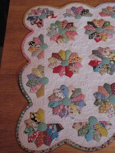 Dresden Plate using vintage fabrics <3 Love the scalloped border with half plates!