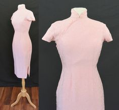Vintage 1950s Cheongsam Dress Bubblegum PINK Floral Print Asian Pin Up Curves Wiggle Curvey Hourglass by MemphisVintage on Etsy