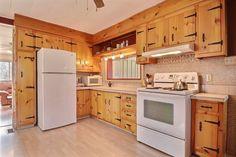 Fiche Technique / Propriétés à vendre Kitchen Island, Kitchen Cabinets, Home Decor, Island Kitchen, Decoration Home, Room Decor, Kitchen Cupboards, Interior Design, Home Interiors