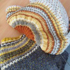 To vakre lopper til fra Strikkedagene på Sjølingstad. Tusen takk for flotte dager @sjolingstaduldvarefabrik - dette er blitt en fin tradisjon  #damejakkaloppa #loppa #strikking #knitting #strandedknitting #pinneguridesign #strikkedagerpåsjølingstad #mandal #strikkefestival #woollove #ull #wool