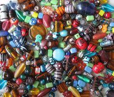 vecchie perline, collanine, braccialetti colorati