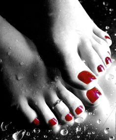 and red feet painted Pretty toes