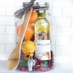 Aw how cool is this! DIY Gift Idea: Sangria for Friends housewarming for women new neighbor anyone! They can even use the drink dispenser again and again! Diy Gift Baskets, Christmas Gift Baskets, Diy Christmas Gifts, Raffle Baskets, Christmas Ideas, Basket Gift, Bridal Shower Prizes, Shower Favors, Diy Gifts For Friends