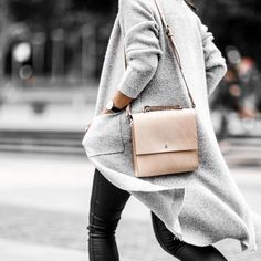 """Form, function, and natural leather that gets better looking with age - it's no wonder my 'Lucy' bag had me stopped in the street all day…"" Fashion Mode, Minimal Fashion, Look Fashion, Minimal Style, Street Fashion, Girl Fashion, Looks Style, Looks Cool, Style Casual"