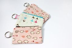 DIY Lil Cutie Pouches. Super great tutorial on making these sweet little zipper pouches. Customize size and style to your needs.